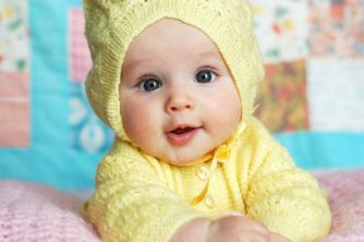 CuteBaby-YellowHood